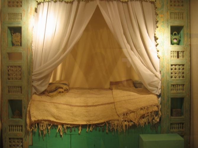 Chambre a coucher pas cher maroc deco salon design gris for Modele chambre a coucher maroc