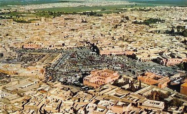 Marrakech_place_djema_el_fna.jpg