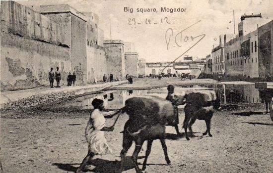 043_001_maroc-big-square-mogador-animee-cliche-unique.jpg