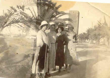 ma mere et ses soeurs a Rabat en 1925.jpg
