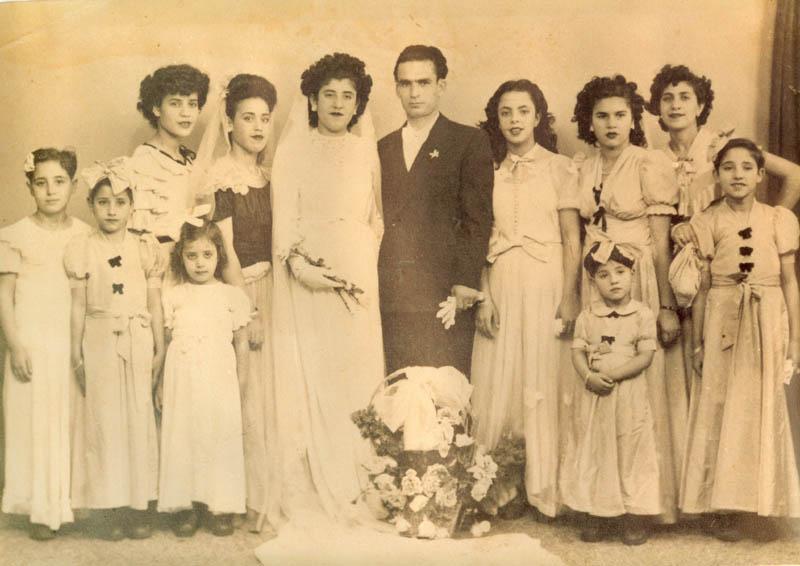 Mariage Sarah et Moise avec les filles d'honneur reduite.jpg